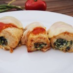 Bagte kyllingeruller med tomatsauce og mozzarella